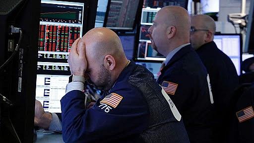 Chứng khoán Mỹ đỏ sàn, Dow Jones xuyên mức 20.000 điểm - Ảnh 1.