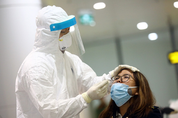 Gần 1000 mẫu bệnh phẩm được lấy, Hà Nam thiết lập vùng cách ly y tế 28 ngày - Ảnh 1.
