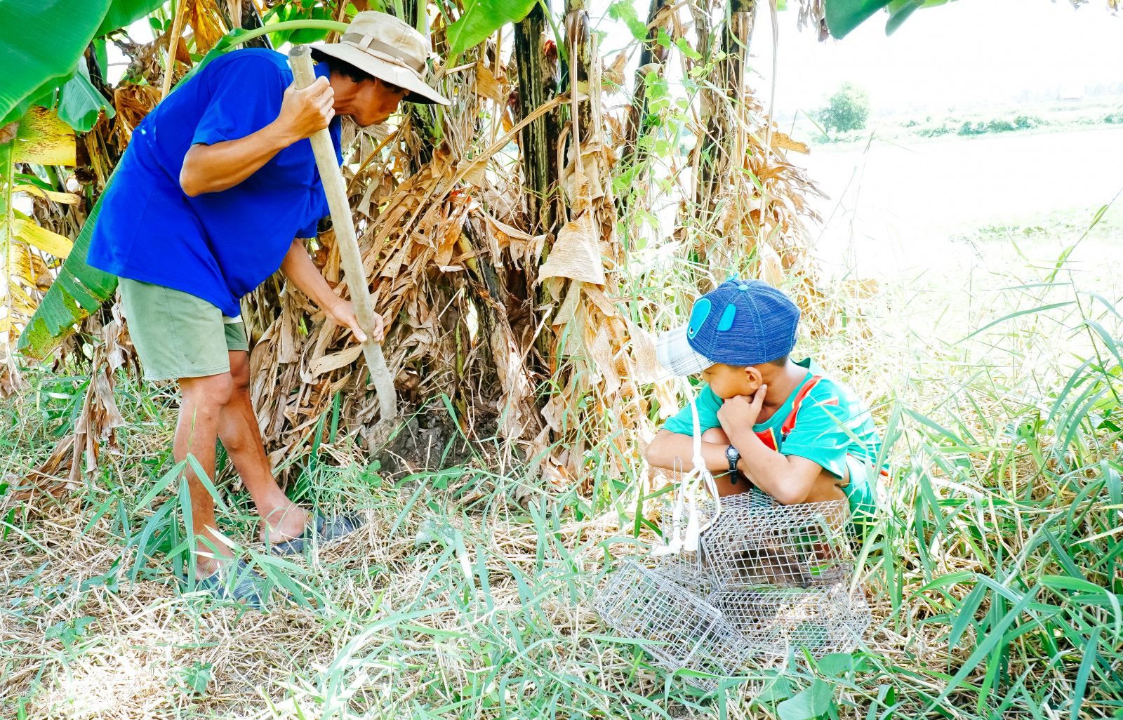 """Theo chân cha con anh Chuột săn bắt chuột trên """"Đồng Chó Ngáp"""" - Ảnh 3."""