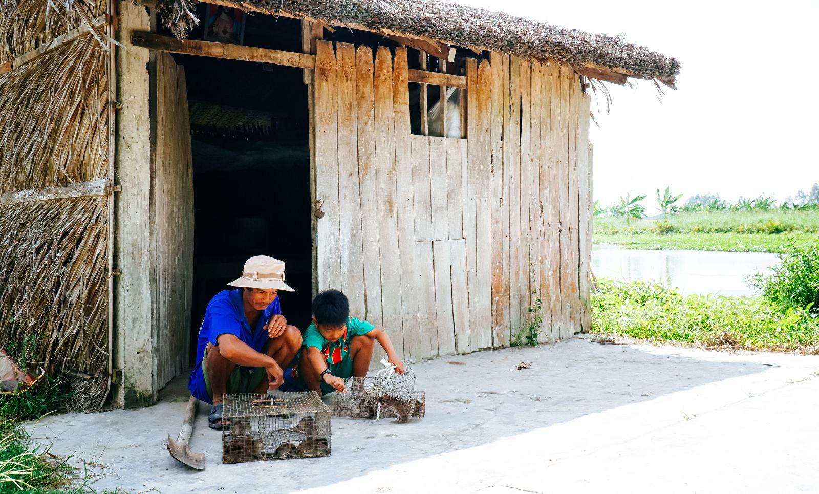 """Theo chân cha con anh Chuột săn bắt chuột trên """"Đồng Chó Ngáp"""" - Ảnh 8."""