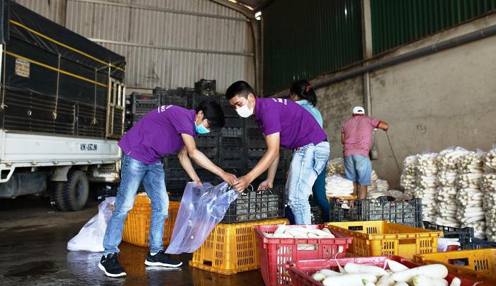 Lâm Đồng: Chở 4 tấn rau, củ về vùng dịch Covid-19 Văn Lâm 3 - Ảnh 3.