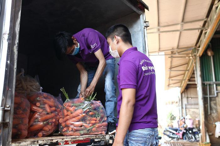 Lâm Đồng: Chở 4 tấn rau, củ về vùng dịch Covid-19 Văn Lâm 3 - Ảnh 1.