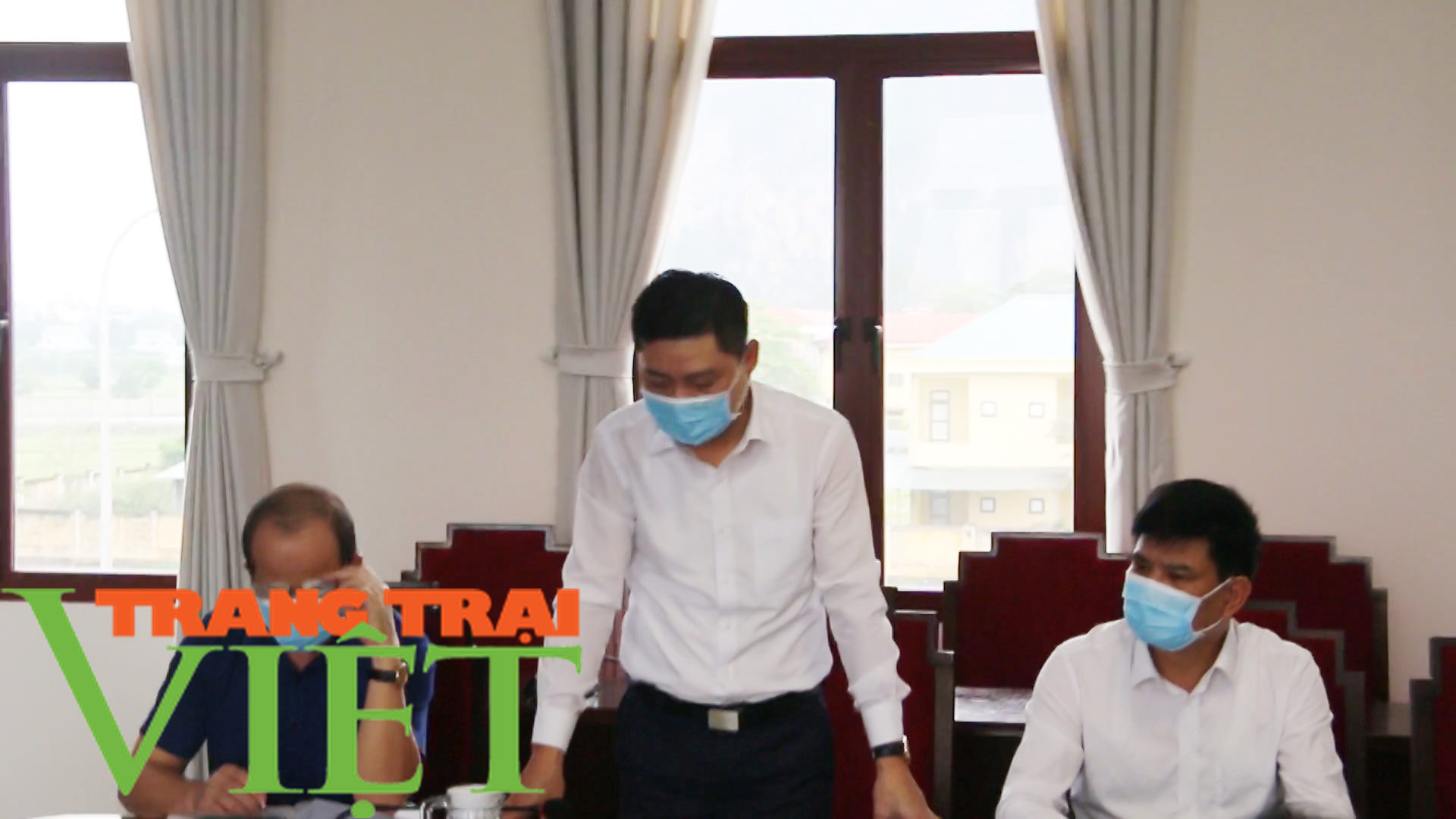 Tân Lạc tăng cường công tác phòng, chống virus corona - Ảnh 2.