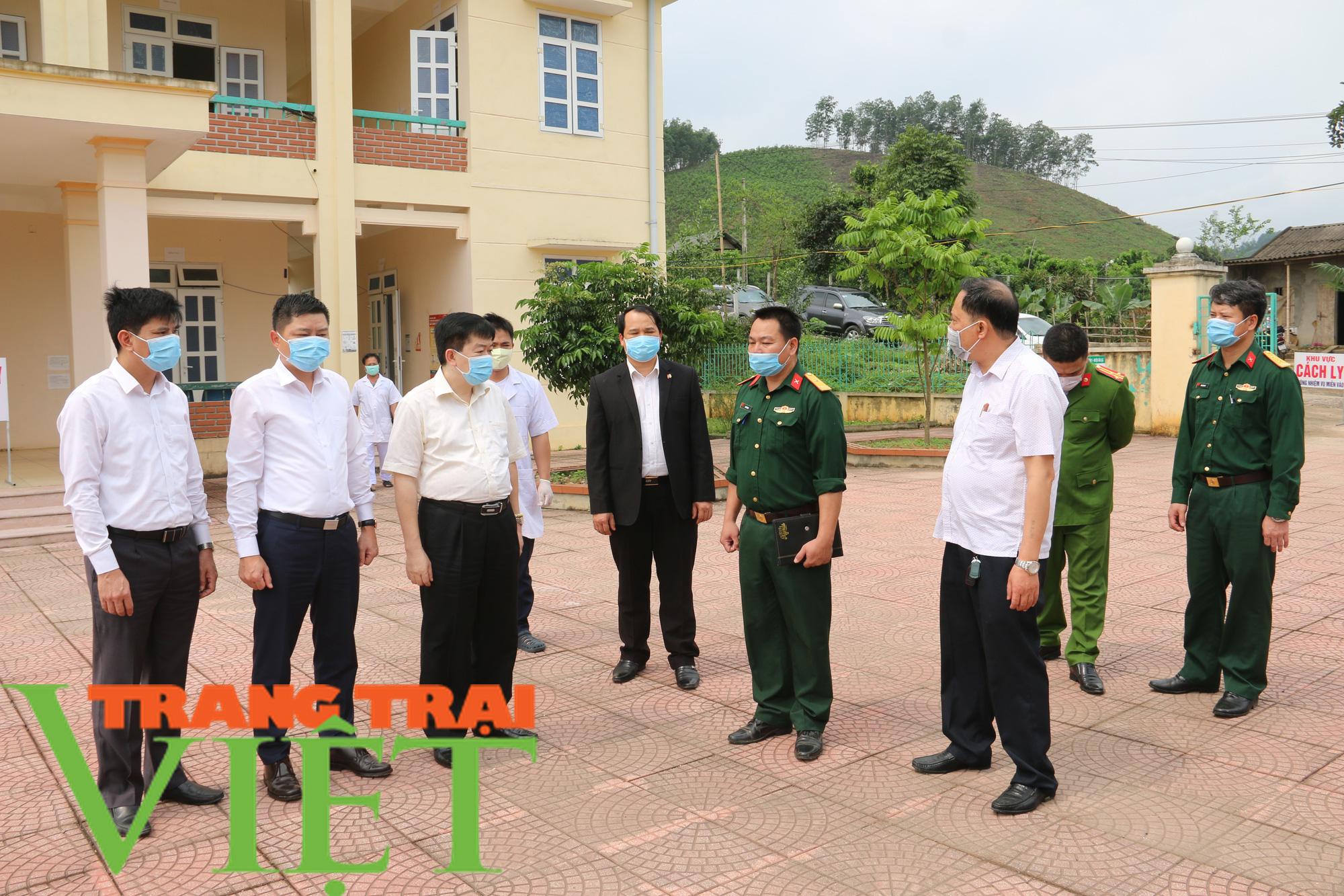 Tân Lạc tăng cường công tác phòng, chống virus corona - Ảnh 5.