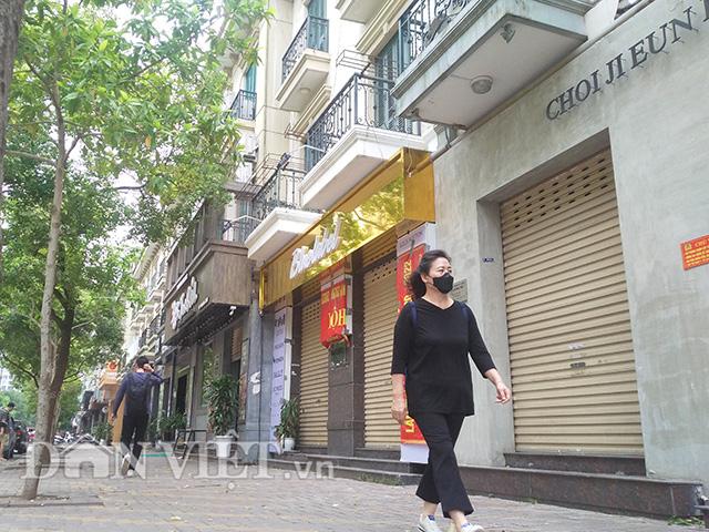 """""""Khu phố Hàn Quốc"""" ra sao khi """"lệnh cấm"""" đóng nhà hàng, quán ăn? - Ảnh 1."""