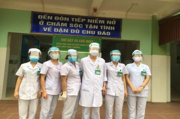 Bệnh viện tự chế mặt nạ phòng chống dịch Covid-19 giá 5.000 đồng/chiếc - Ảnh 1.