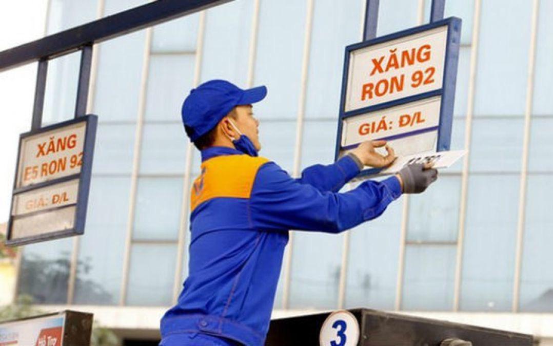 Giá xăng giảm sâu hơn 4.000 đồng/lít, về mức thấp nhất 10 năm