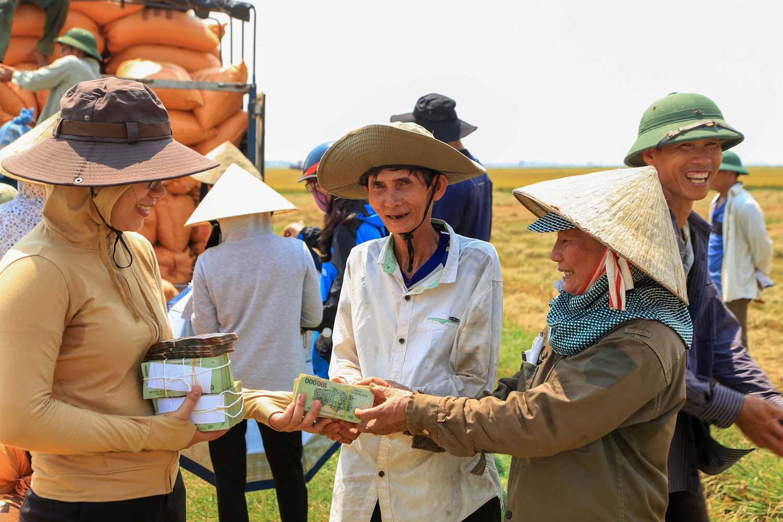 Nông nghiệp hữu cơ Quảng Trị- cho đất nở hoa: DN đồng hành cùng nông dân - Ảnh 2.