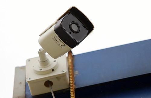 Lắp camera ngoài ruộng rau: Một công - đôi việc - Ảnh 1.