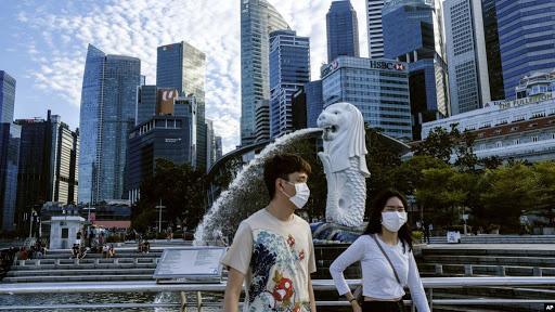 Ngân hàng Singapore hạ lãi suất về 0 khi nền kinh tế cận kề suy thoái  - Ảnh 1.