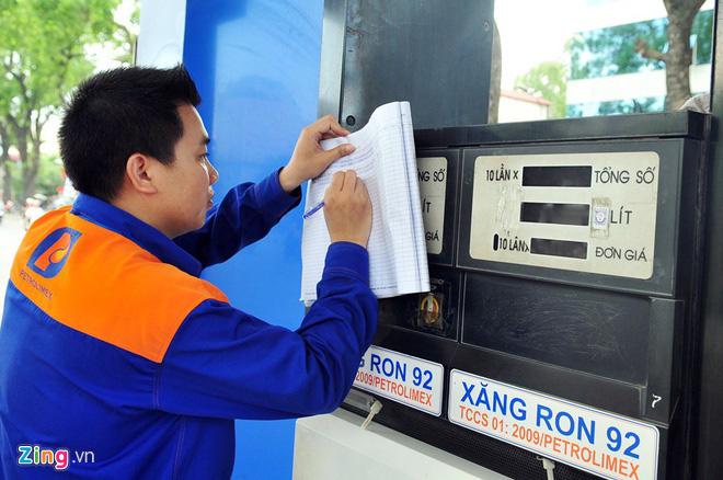 Lý do giá xăng nhập hạ 50%, Việt Nam chỉ giảm 4.200 đồng/lít - Ảnh 2.