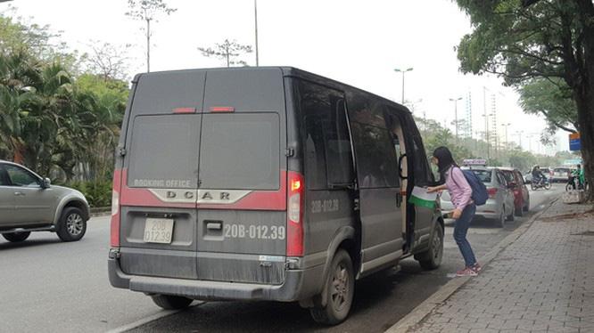 Dừng toàn bộ xe hợp đồng trên 9 chỗ đi/đến Hà Nội, TP.HCM - Ảnh 1.