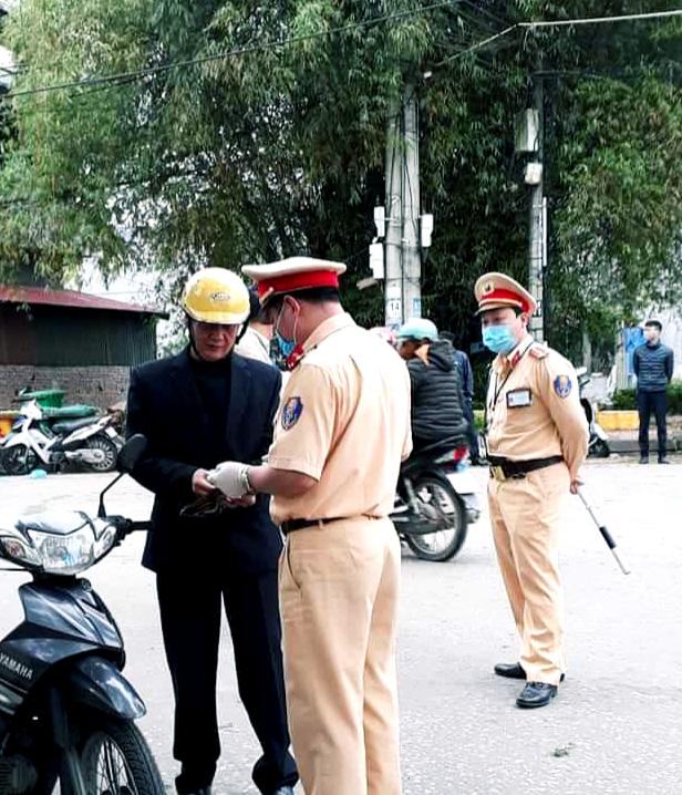 Lạng Sơn: Xử phạt 12 trường hợp không đeo khẩu trang ở nơi công cộng  - Ảnh 1.