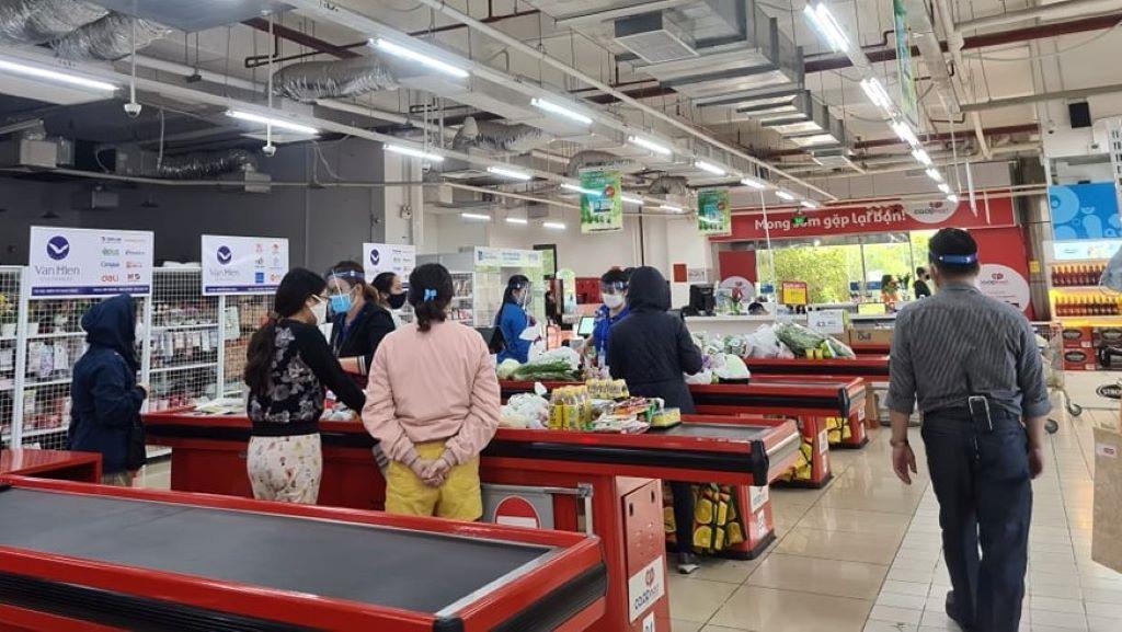Cách ly xã hội: Chợ, siêu thị vẫn hoạt động bình thường, không thiếu hàng hóa - Ảnh 1.