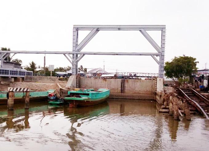 Cà Mau: Hạn, mặn đe dọa hệ thống cống thủy lợi vùng ngọt hóa - Ảnh 1.