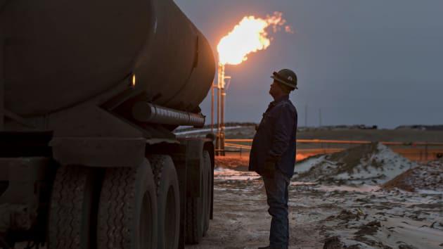 Giá dầu cắm đầu lao dốc thủng mốc 20 USD, Trump - Putin mở ra cửa sáng - Ảnh 1.