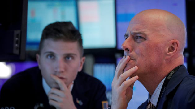 Dow Jones mất hơn 800 điểm, chứng khoán Mỹ tụt dốc khi cổ phiếu công nghệ mất đà - Ảnh 1.