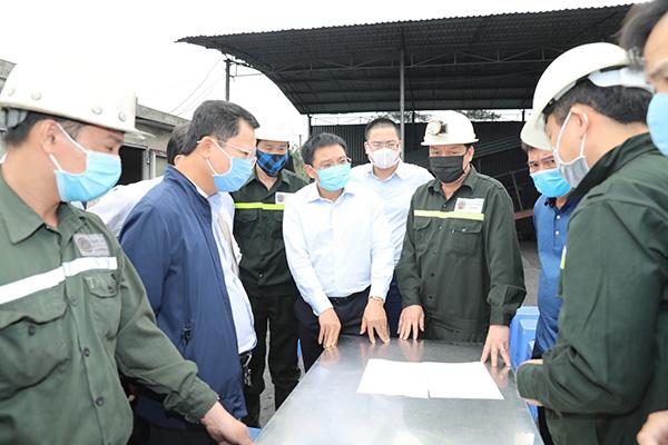 Quảng Ninh: 6 công nhân than bị mắc kẹt do tụt vỉ chống lò - Ảnh 1.