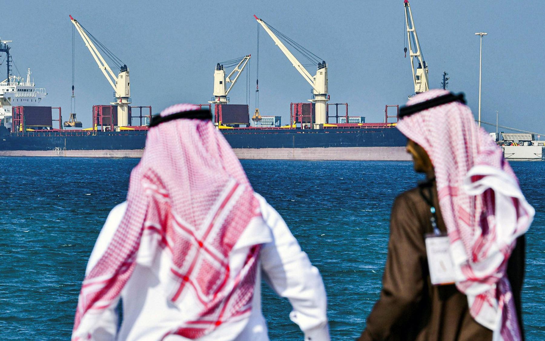 "OPEC+ đạt thỏa thuận, giá dầu vẫn ""lao dốc"""