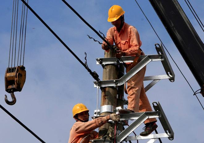Bộ Tài chính kiến nghị EVN giảm giá điện, không 'treo' lỗ - Ảnh 1.