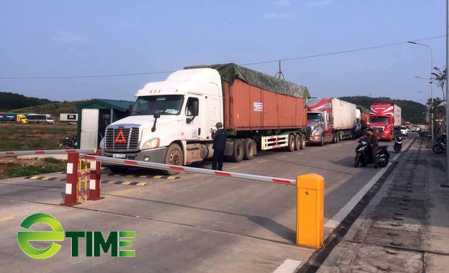 Cửa khẩu nhộn nhịp, hàng trăm nghìn tấn nông sản xuất khẩu sang Trung Quốc  - Ảnh 1.