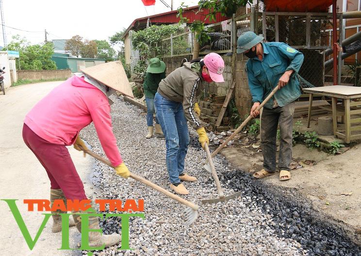 Người dân Yên Châu góp công, hiến đất xây dựng nông thôn mới - Ảnh 1.
