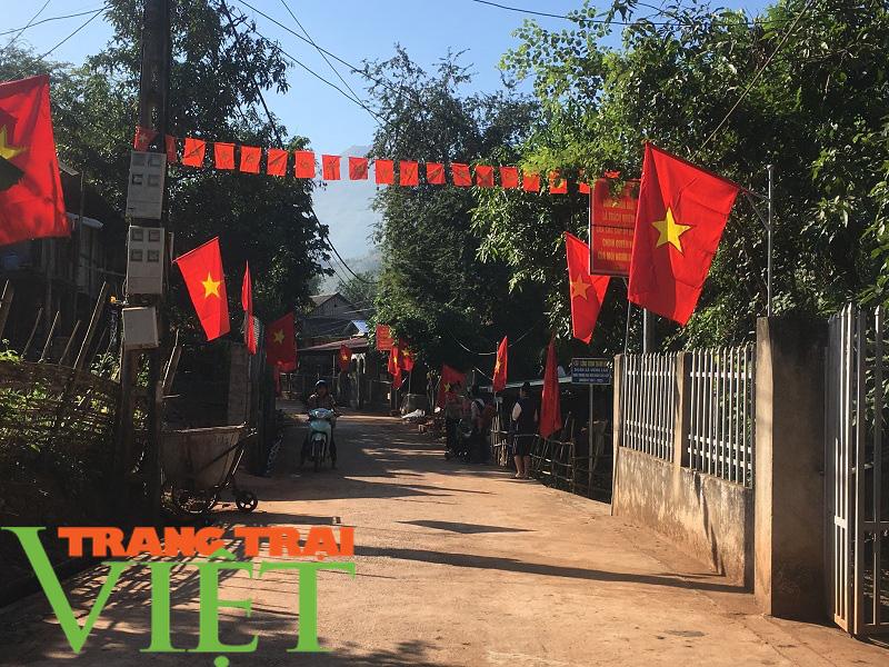 Người dân Yên Châu góp công, hiến đất xây dựng nông thôn mới - Ảnh 7.