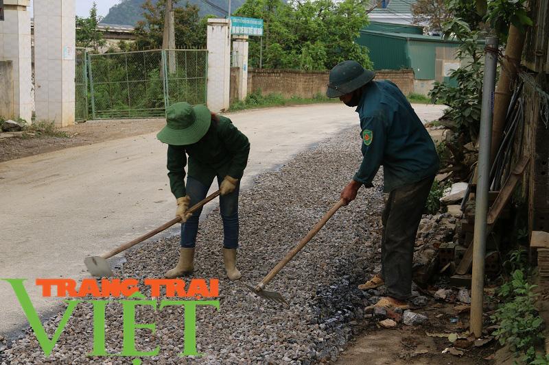 Người dân Yên Châu góp công, hiến đất xây dựng nông thôn mới - Ảnh 6.