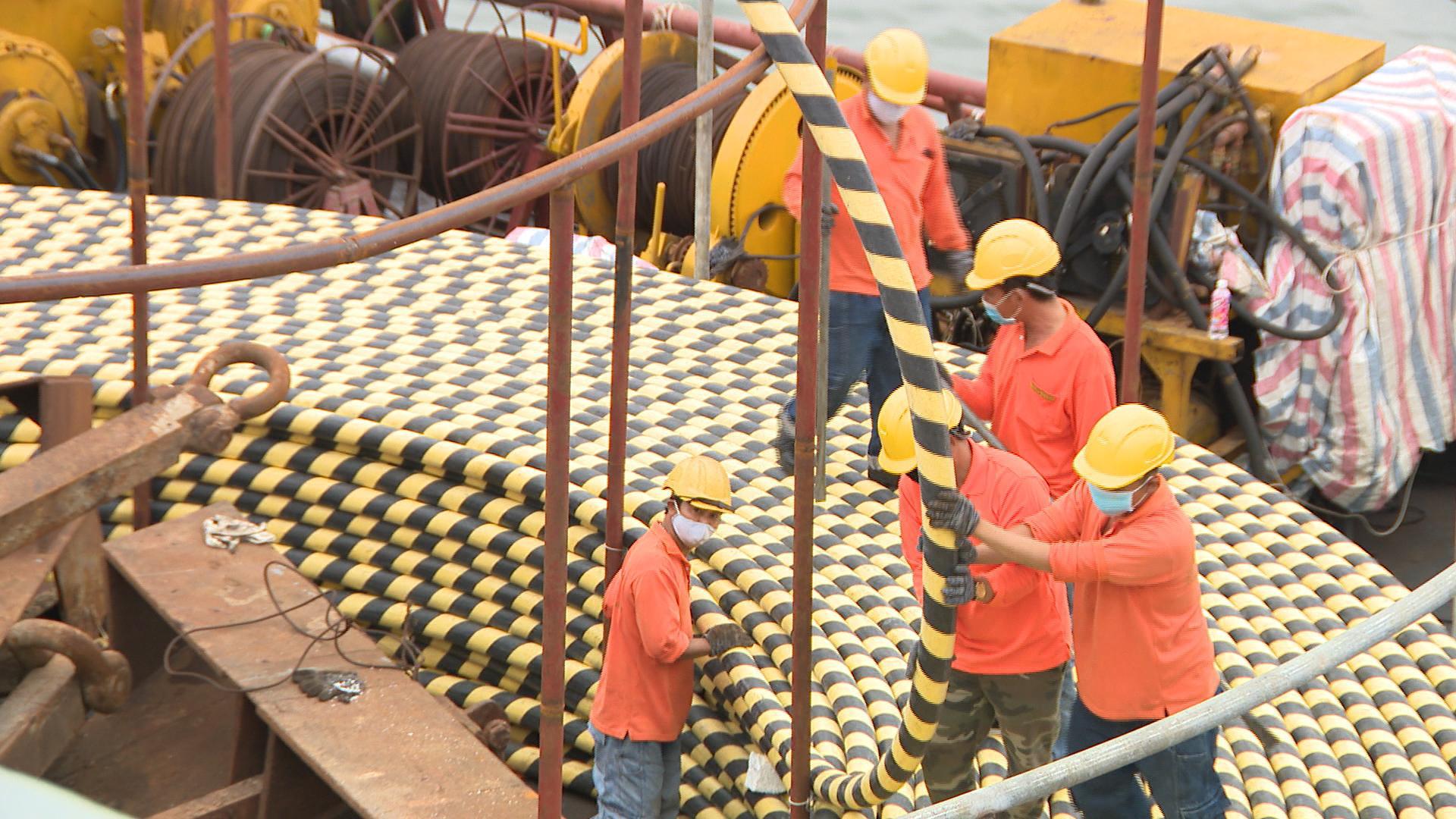 Quảng Ninh: Đảo Trần sẽ có điện lưới quốc gia vào cuối năm 2020 - Ảnh 1.