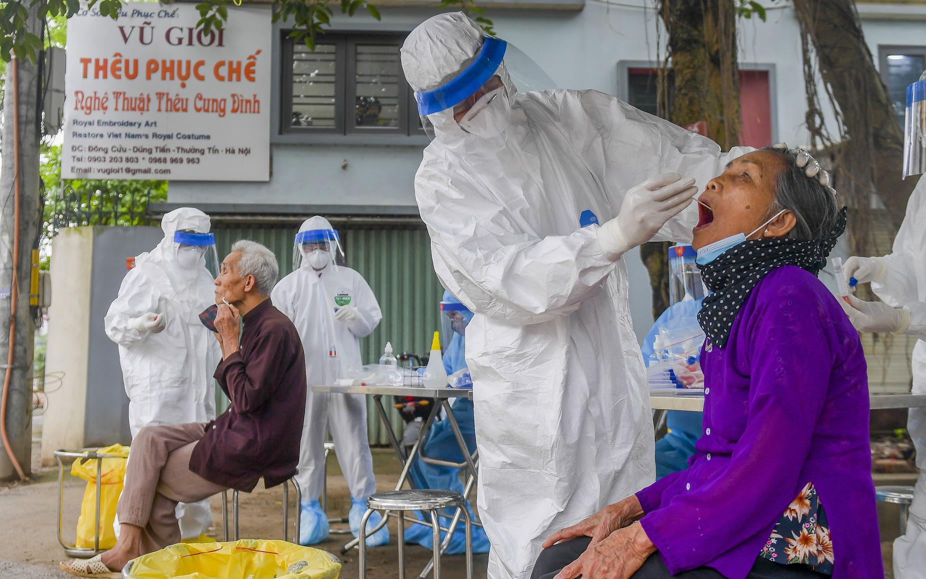 Hà Nội test nhanh hơn 1.300 người dân khu vực bệnh nhân 266 cư trú
