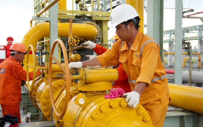 Giá dầu giảm sốc,  lợi nhuận của GAS về mức thấp nhất 10 quý - Ảnh 2.