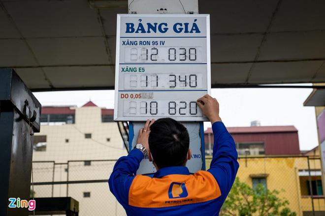 Chủ cây xăng: 'Giá xăng mà giảm nữa, tôi lỗ nặng' - Ảnh 1.