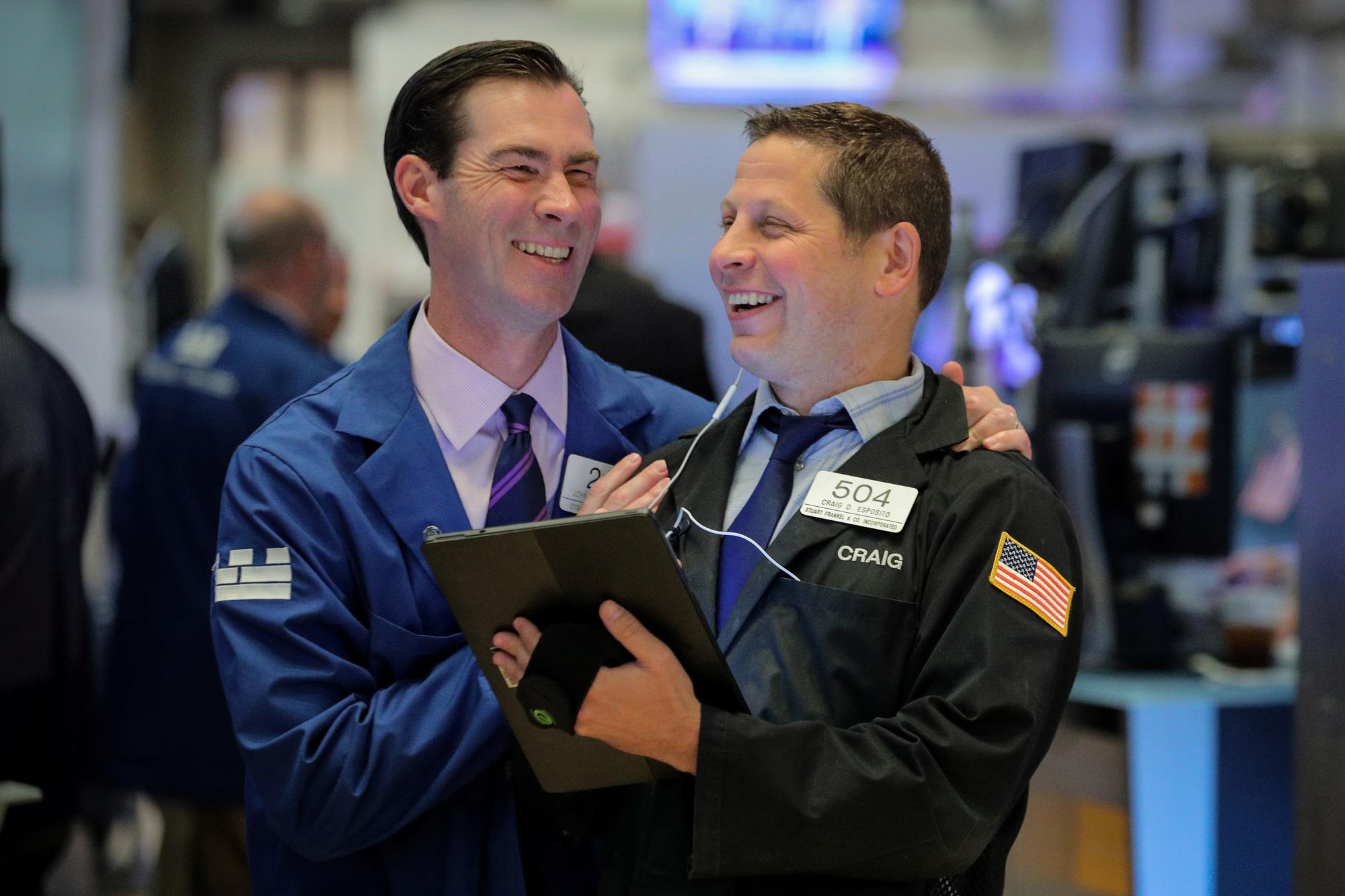 S&P 500 và Nasdaq tiếp tục lập đỉnh kỷ lục khi cổ phiếu công nghệ tăng vọt - Ảnh 1.
