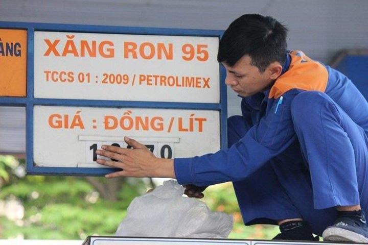 Giá xăng tiếp tục giảm từ chiều nay - Ảnh 1.