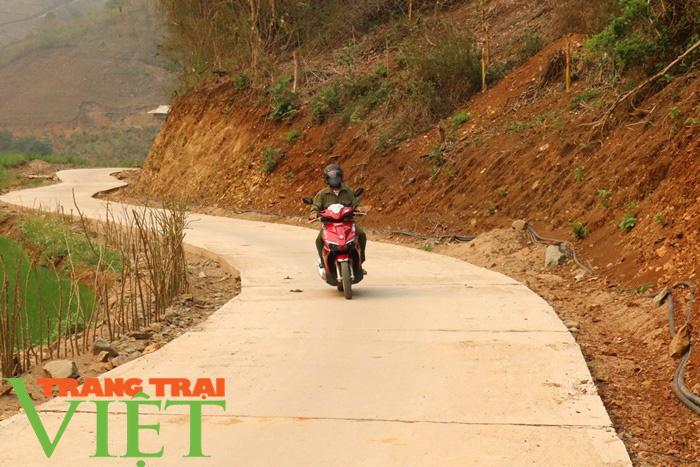 Nông thôn mới Sơn La: Lan tỏa phong trào hiến đất làm đường ở Tạ Bú - Ảnh 1.