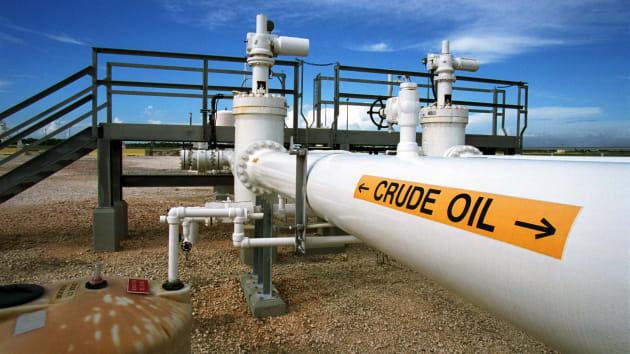 Giá dầu bật tăng 22% - Ảnh 1.
