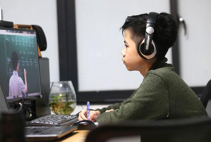 TS Võ Trí Thành: Người trẻ Việt rất thức thời với xu hướng trong dịch Covid-19 - Ảnh 2.