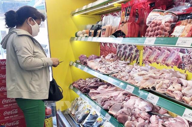 TP HCM: Giá thịt lợn trong nước bắt đầu giảm, rút ngắn chênh lệch với hàng nhập khẩu - Ảnh 2.