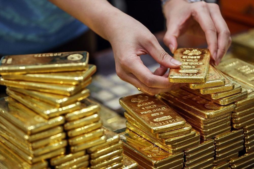 Giá vàng hôm nay 5/4, vàng vẫn giữ được giá cao - Ảnh 1.