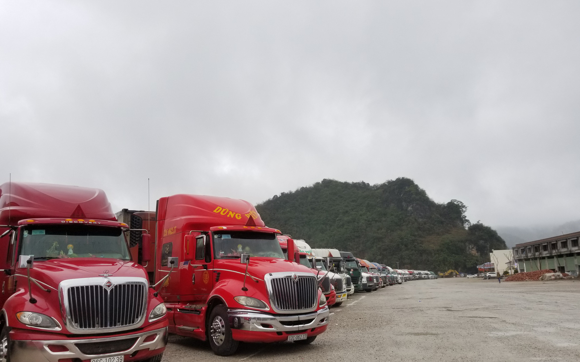 Trung Quốc tạm nghỉ hoạt động thông quan qua cửa khẩu đón Tết Thanh minh