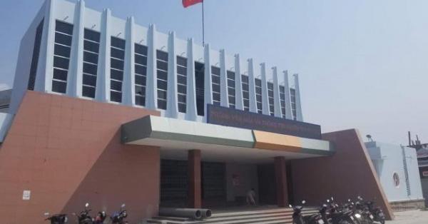 Bất ngờ với giá bán chuông đồng của Giám đốc Trung tâm Văn hóa huyện.