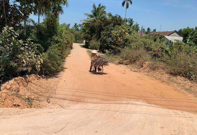 Quảng Ngãi: Lùm xùm DA 0,53km đường vùng nông thôn trị giá trên 2 triệu USD?   - Ảnh 1.