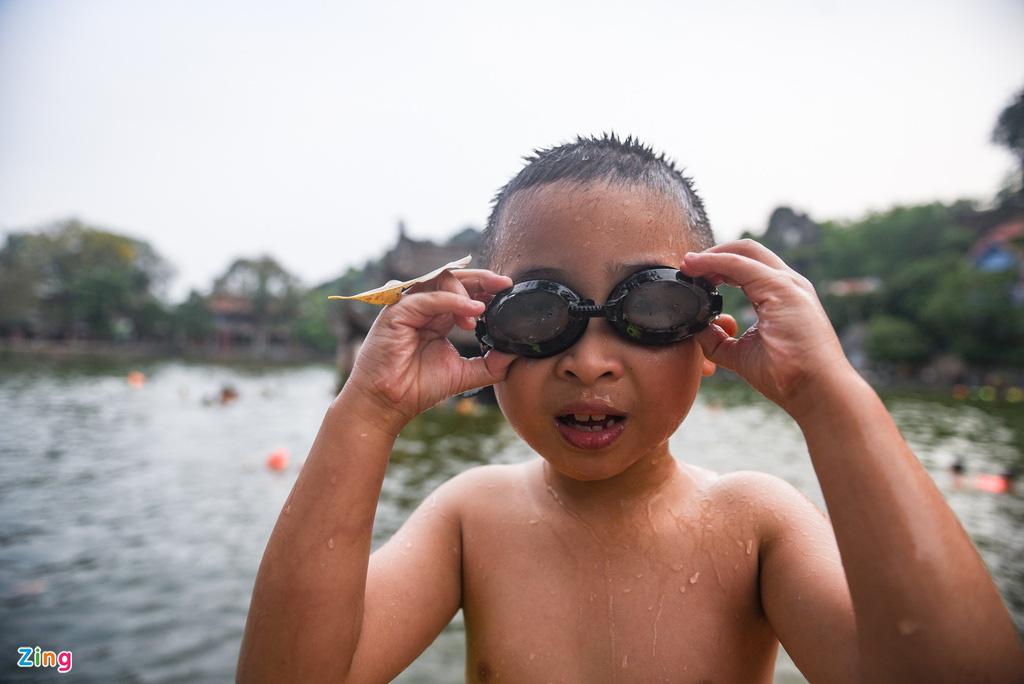 Giải nhiệt ngày nắng 38 độ ở ao tắm nghìn năm tuổi - Ảnh 6.