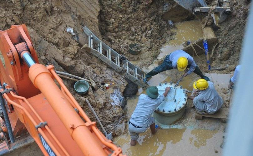 Hà Nội: Khắc phục xong đường ống nước sạch Sông Đà bị vỡ - Ảnh 1.