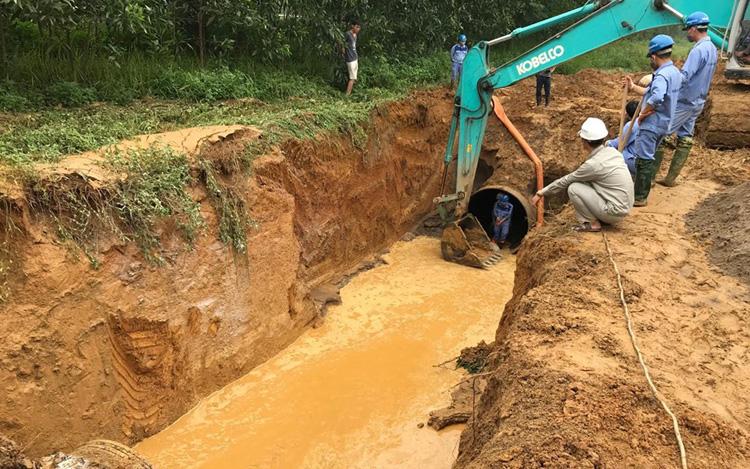 Viwasupco vừa lo vỡ đường ống, đường ống nước sông Đà vỡ ngay