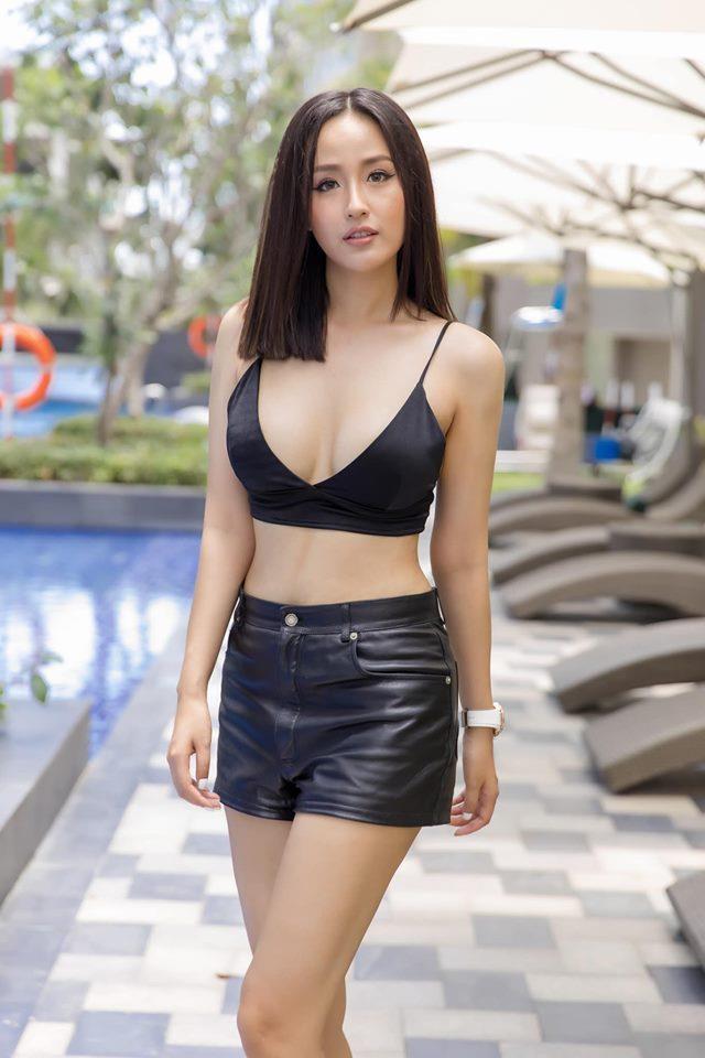 """Mai Phương Thúy hiếm hoi mặc bikini khoét sâu """"đốt mắt"""", trở lại dẫn đầu hội mỹ nhân quyến rũ - Ảnh 9."""