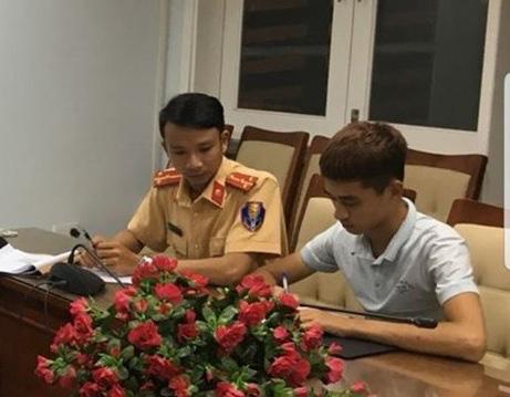 Tìm ra kẻ bốc đầu xe khắp Đà Nẵng rồi tung clip thách thức công an - Ảnh 1.