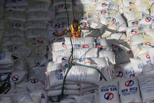 Philippines tức tốc nhập thêm 300.000 tấn         gạo, Việt Nam rộng cửa xuất khẩu - Ảnh 1.