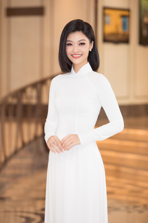 """Trần Tiểu Vy, Lương Thùy Linh, Đỗ Mỹ Linh mặc áo dài trắng đọ sắc đẹp """"hút hồn"""" - Ảnh 6."""