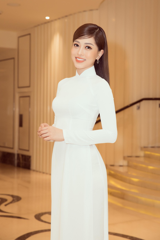 """Trần Tiểu Vy, Lương Thùy Linh, Đỗ Mỹ Linh mặc áo dài trắng đọ sắc đẹp """"hút hồn"""" - Ảnh 7."""